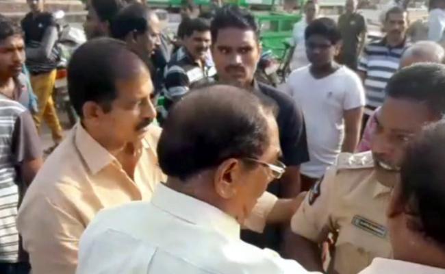Amaravati JAC Bandh Fails to Krisha, Guntur Districts - Sakshi