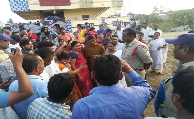 Revenue Department Seized Many Lands In Palwancha - Sakshi