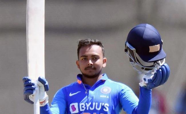 Prithvi Shaw In Line To Replace Injured Shikhar Dhawan For New Zealand Tour - Sakshi