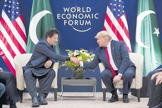 Trump again offers to help resolve Kashmir issue - Sakshi
