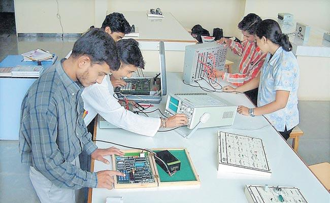 Department Of Education Has Implemented Inter Apprenticeship Policy After 4 Years - Sakshi