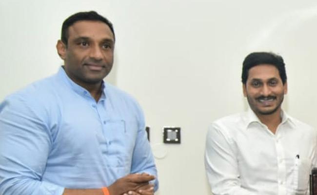 Minister Mekapati Goutham Reddy Meets CM YS Jagan Mohan Reddy In Amaravati - Sakshi
