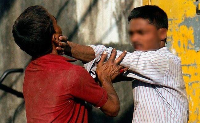 Men Fighting For Woman in Karnataka And Killed - Sakshi