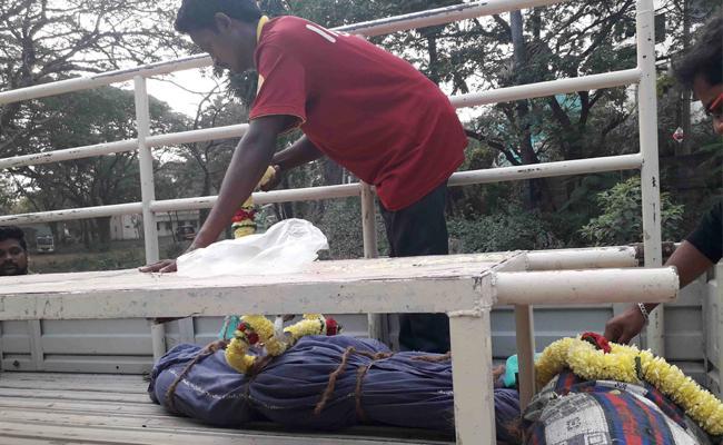 Four Members Died in Petrol Attack Incident East Godavari - Sakshi