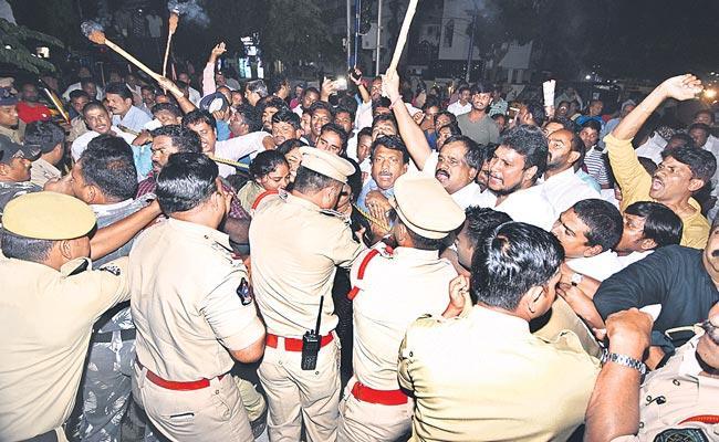 State Wide Protests Over TDP Stance In Legislative Council - Sakshi