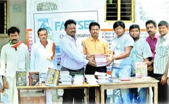 Software Engineer Helping To Poor People In Nalgonda - Sakshi