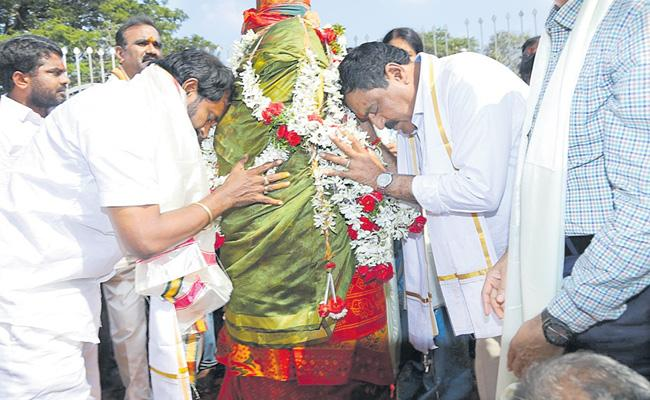 Errabelli And Srinivas Goud Inspect On Medaram Jatara - Sakshi