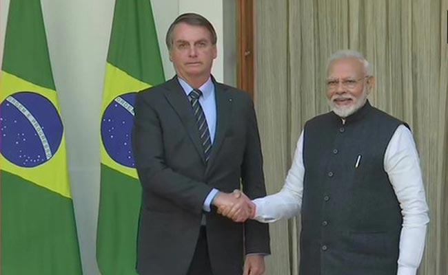 Brazil President Bolsonaro Pays Floral Tribute To Mahatma Gandhi At Rajghat - Sakshi