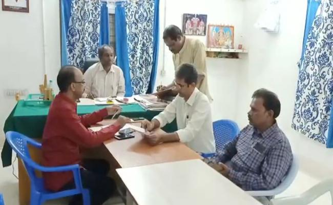 ACB Raid in Renigunta Tahsildar Office Chittoor - Sakshi