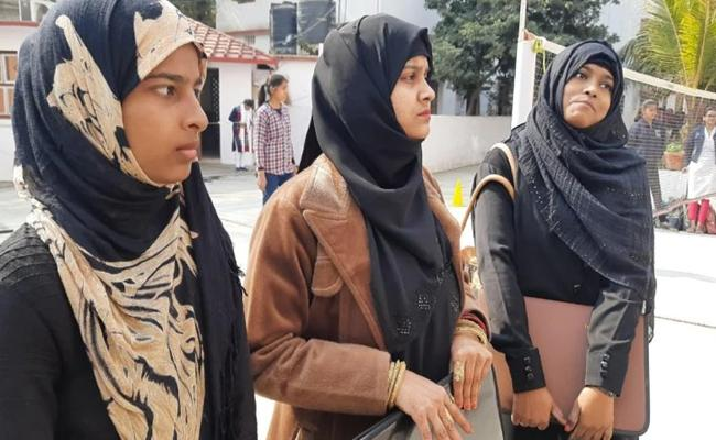 Womens College In Patna Imposed Ban On Burqa For Students - Sakshi