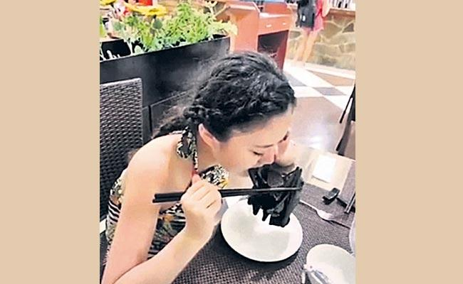 Chinese Woman Eating Bat At Restaurant - Sakshi