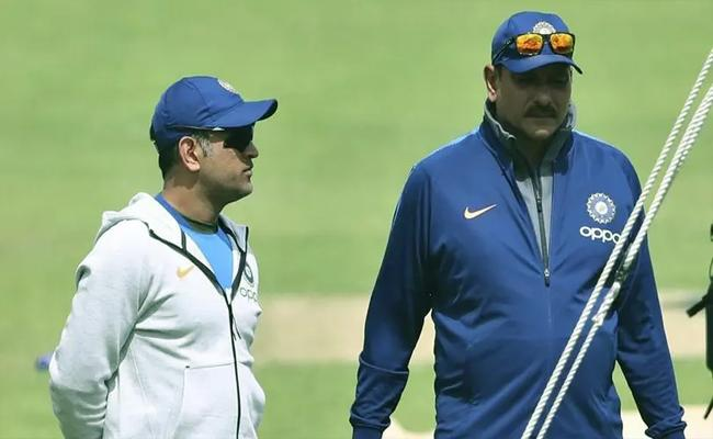 Ravi Shastri Comments About MS Dhoni About His Future Cricket - Sakshi