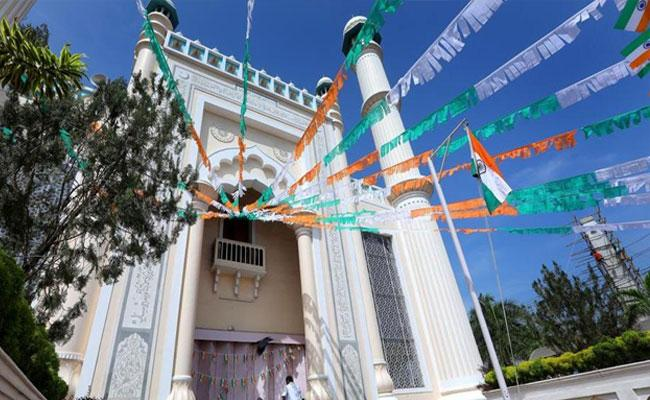 Mosques Hoist Tricolour Jenda First In Kerala Over Republic Day - Sakshi
