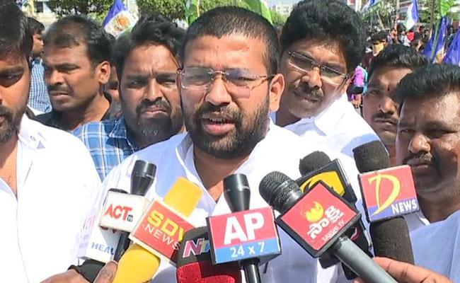 Jakkampudi Raja Comments In Bike Rally At Vijayawada - Sakshi