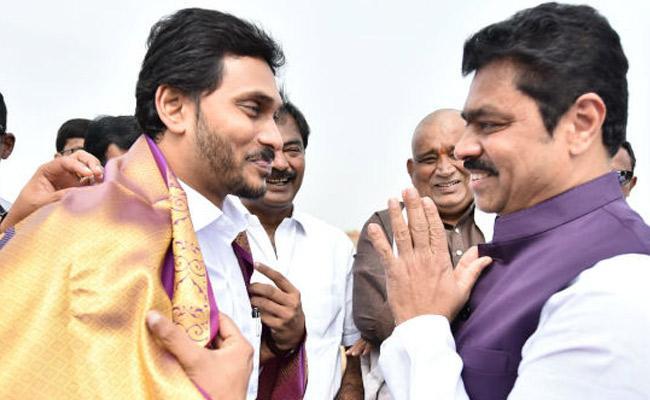 CM Ramesh invites AP CM YS Jagan For His Son Ritwik Marriage - Sakshi