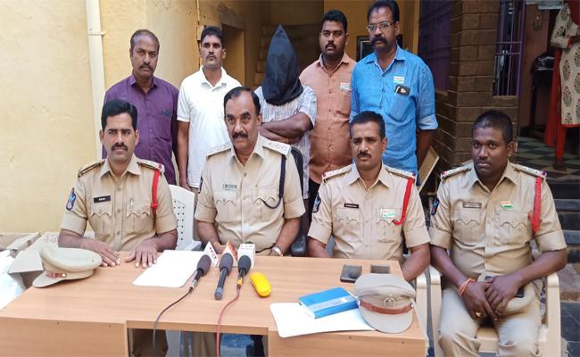 Gutka Marijuana Gang Arrested in PSR Nellore - Sakshi