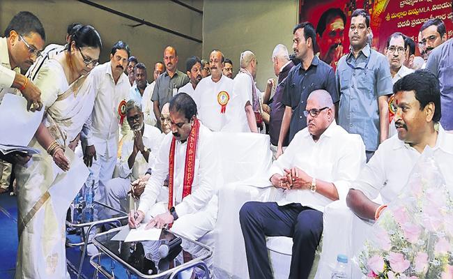 Government to support Brahmins - Sakshi