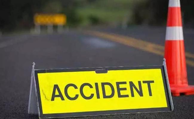 PG Medical Student Died in Road Accident At Nizamabad District - Sakshi