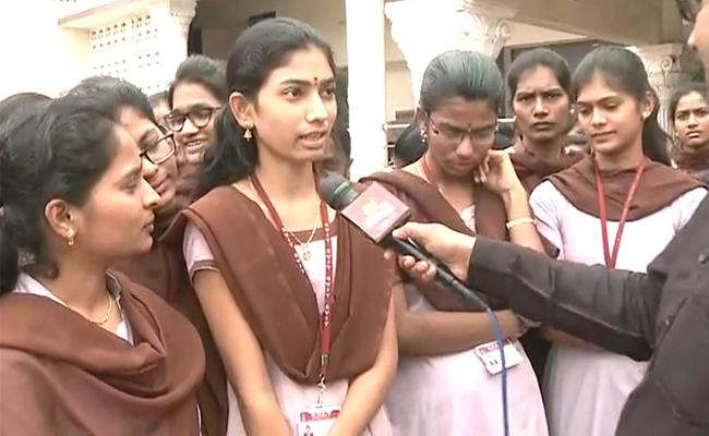 Anantapur Students Welcome Three Capitals decision - Sakshi