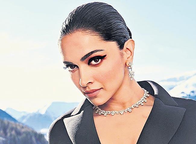 Deepika Padukone and rishi kapoor next film the intern - Sakshi
