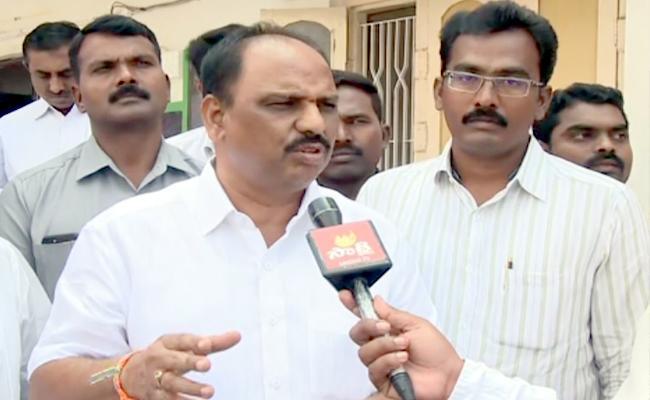 Minister Shankara Narayana Checks BC Boys Residential School In Krishna - Sakshi