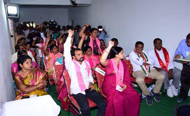 TRS Wins All Municipalities In Khammam - Sakshi