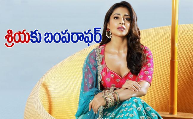 RRR Movie: Shriya Pairs With Ajay Devgn - Sakshi