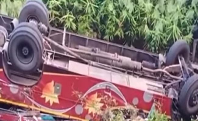 Road Accidents in Odisha: Nine killed,40 Injured - Sakshi