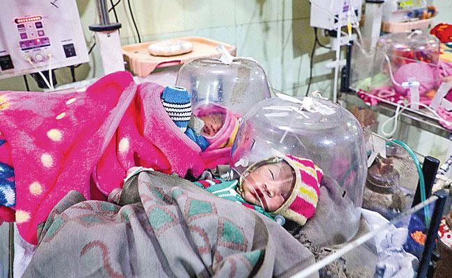 UP CM Yogi Adityanath Fires On Priyanka Gandhi Over Kota InFant Deaths - Sakshi