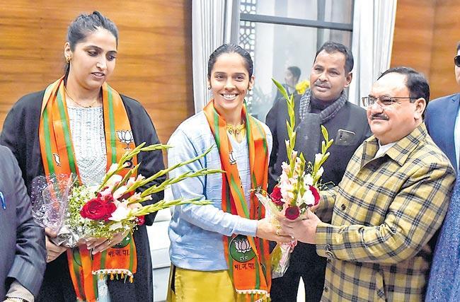 Badminton player Saina Nehwal joins BJP - Sakshi