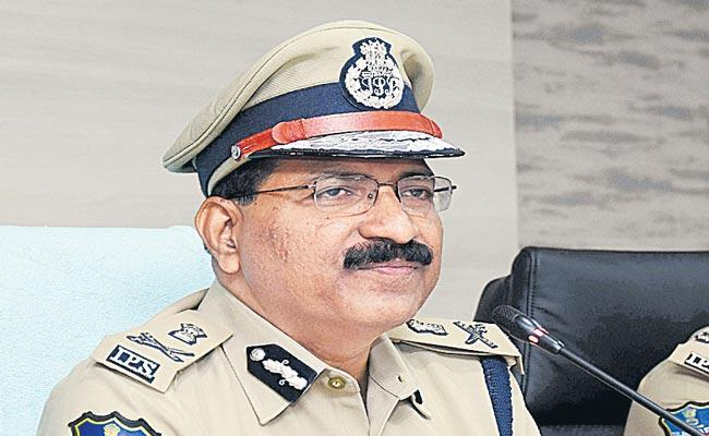 Tasks Should Be Adopted With A Positive Attitude Says DGP Mahender Reddy - Sakshi