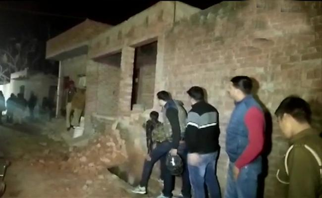 Person Holding Children And Few Women Hostage In House At Uttar Pradesh - Sakshi