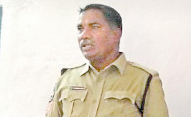 Head Constable Suicide At Kamareddy District - Sakshi