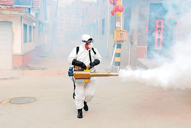 Over 6,000 coronavirus cases diagnosed in China,132 dead - Sakshi
