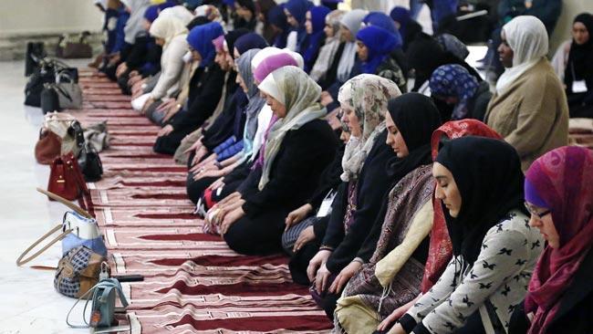 Muslim women can pray at mosques - Sakshi