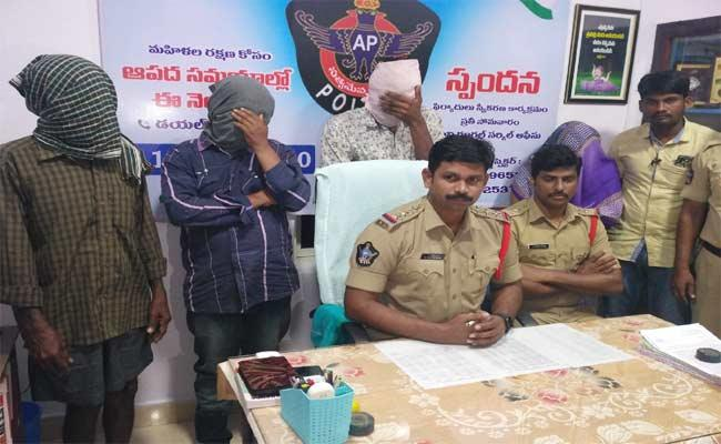 Illegal Afair: Wife Kills Her Husband In Tuni - Sakshi