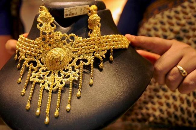 Gold Prices Reaches Record Highs On Mcx - Sakshi