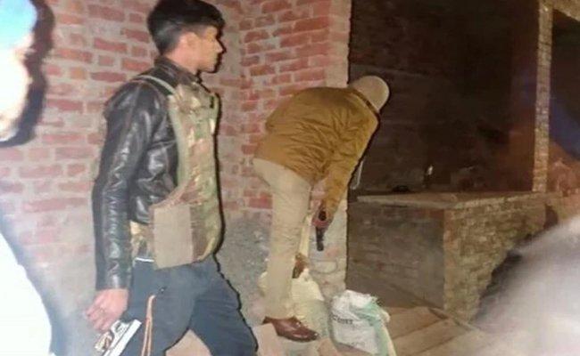 Wife Of UP Hostage Dies As Locals Thrash - Sakshi
