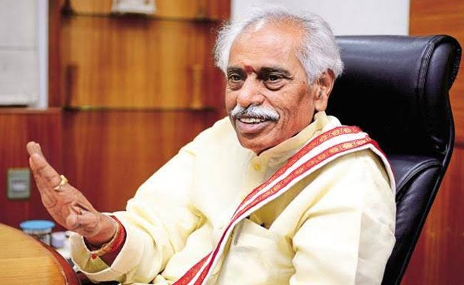 Himachal Governor Bandaru Dattatreya Visits Krushi Vignana kendram In medak - Sakshi