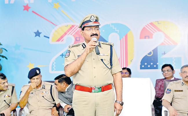 DGP Mahender Reddy Comments About Each One Teach One program - Sakshi