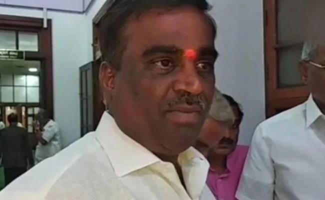 BJP MLA Somashekar Warns Minorities In Bellary - Sakshi