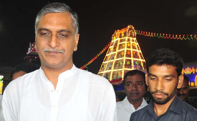 Vaikuntha Ekadashi Vishnu Temples In TS And AP Crowded With Devotees - Sakshi