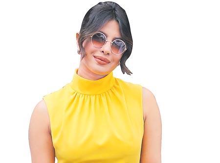 Priyanka Chopra, Nick Jonas grab eyeballs on the red carpet - Sakshi