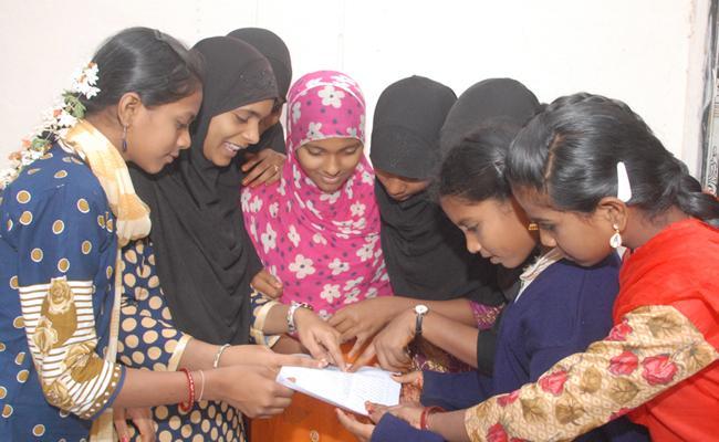 Student Respond on Amma Vodi Scheme in Guntur - Sakshi