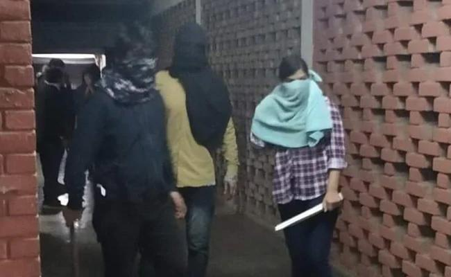 Editorial On Brutal Attacks In JNU Students At Delhi - Sakshi