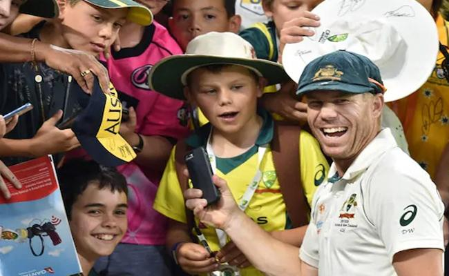 AUS VS NZ Test Series: Warner Made Young Fan's Day With His Grand Gesture - Sakshi