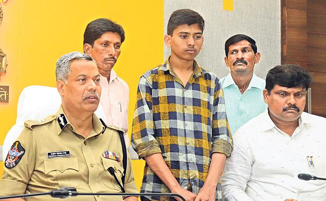 Boy Who Went Missing From Vijayawada Found in Hyderabad - Sakshi