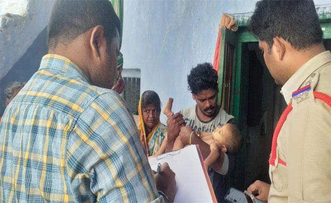 Children Died In Car Accident In Alampur - Sakshi