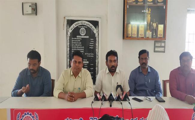 Revenue Association Leaders Fires on Devineni Uma - Sakshi
