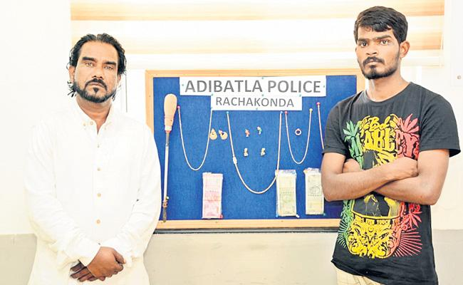 Two People Arrested At Hyderabad For Robbery - Sakshi